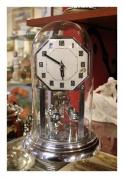 Часы настольные под стеклянным куполом