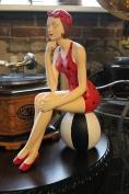 Статуэтка Девушка на мяче
