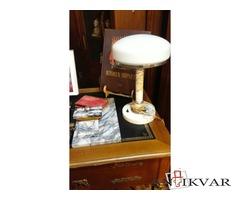 Настольная лампа и письменный комплект.
