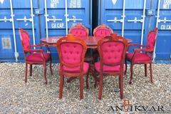 itāļu galds un krēsli