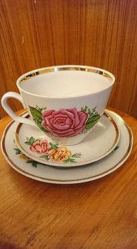 Mazie trauciņi ir pa divi no katra, tējas tasīte viena.