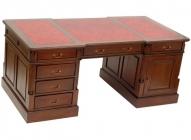 Кабинетный стол из красного дерева
