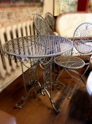 Столик и 4-е стула.