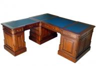 Стол кабинетный угловой из красного дерево