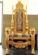 Председательский трон, золоченый цена по запросу.