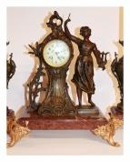 Часы каминные с подсвечниками