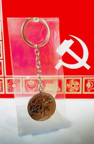 Орегинальный брелок удачи к деньгам, монета 1 рубль 1941-1945г - 2/3